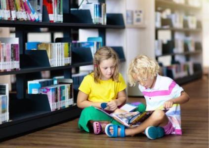 1st Graders Reading Books