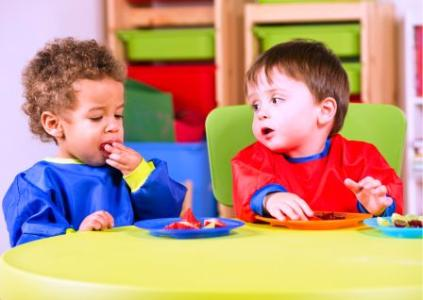 2 Toddlers Eating Healthy Foods